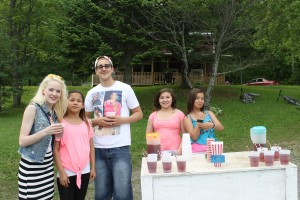 Jenni Greaves and Timmy Nicholas stopped for a tall and   refreshing cup of iced tea to cool off on a hot day!